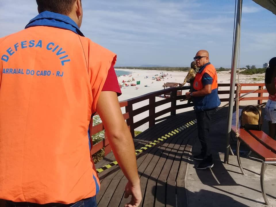 defesa civil interdita deck de madeira da orla flavia alessandra